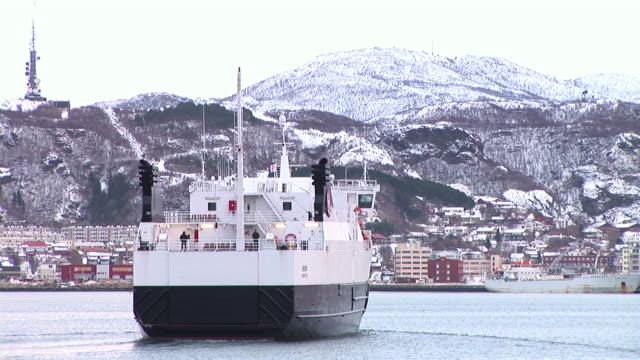 vídeos de stock e filmes b-roll de hd: cidade-do-mar - navio de passageiros