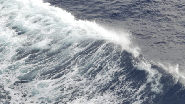 Sea wave from ship
