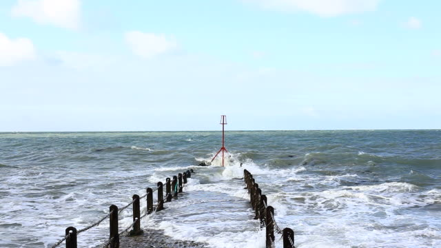 Sea Waves on the English Channel