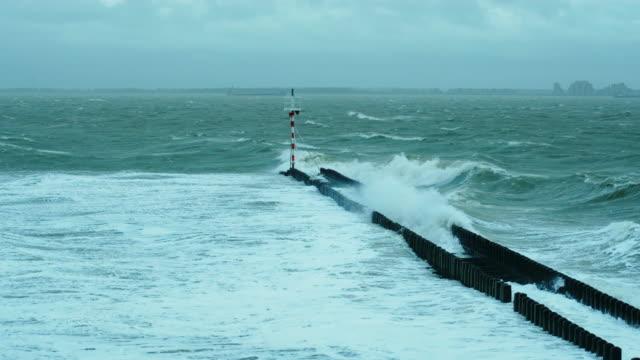 vídeos de stock, filmes e b-roll de sea waves - quebra mar