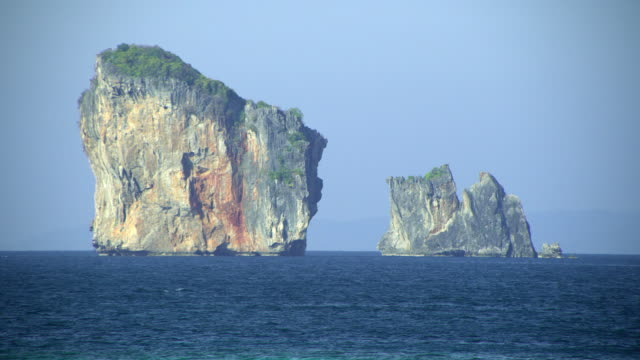 ms sea with limestone pinnacles, krabi, thailand - クラビ県点の映像素材/bロール