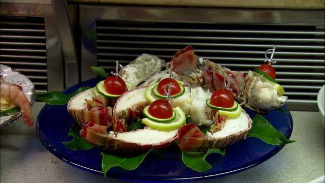 cu seafood being placed on plate at dallmayr, luxury delicatessen, munich, bavaria, germany - 陳列ケース点の映像素材/bロール
