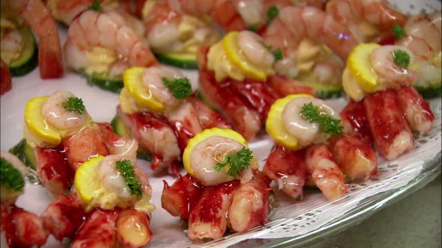 cu pan seafood on plate at dallmayr, luxury delicatessen, munich, bavaria, germany - 陳列ケース点の映像素材/bロール