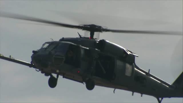 vídeos de stock, filmes e b-roll de sh-60 seahawk flying in the sky - nellis air force base