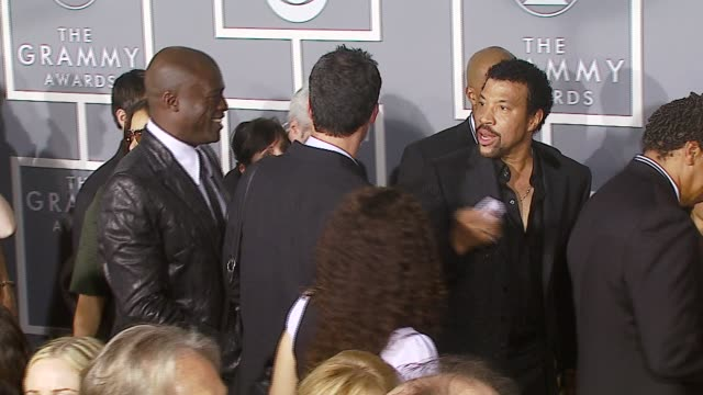 seal , lionel richie at the 2007 grammy awards arrivals at staples center in los angeles, california on february 11, 2007. - ライオネル・リッチー点の映像素材/bロール