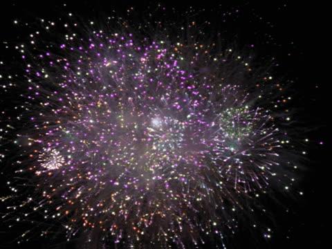 seamless looping image of a fireworks grand finale. - whatif点の映像素材/bロール