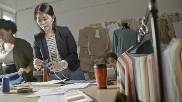 seamstresses cleaning worktable - パタンナー点の映像素材/bロール