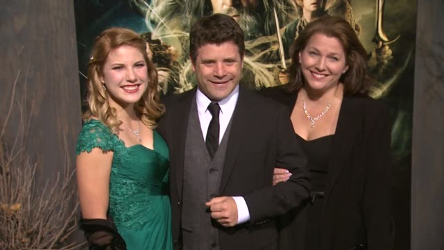 "sean astin at ""the hobbit: the desolation of smaug"" los angeles premiere in hollywood, ca, on 12/2/2013. - sean astin stock videos & royalty-free footage"