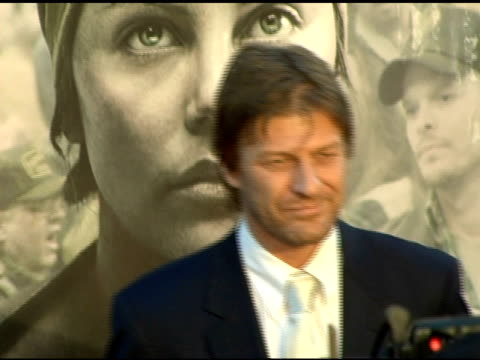vidéos et rushes de sean bean at the 'north country' los angeles premiere at grauman's chinese theatre in hollywood california on october 10 2005 - sean bean
