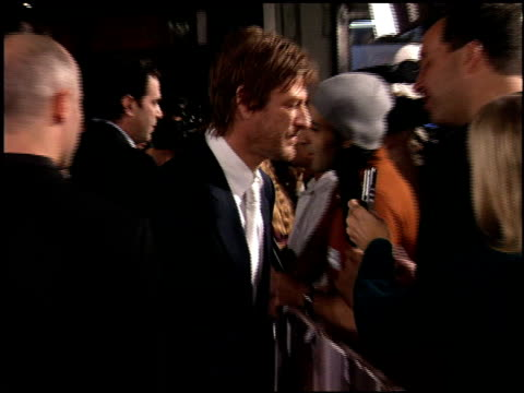 vidéos et rushes de sean bean at the north country premiere at grauman's chinese theatre in hollywood california on october 10 2005 - sean bean
