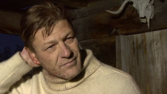 vidéos et rushes de sean bean on the other films in the trilogy being in different terrains on how he's looking forward to it at the age of heroes set visit at haugesund - sean bean