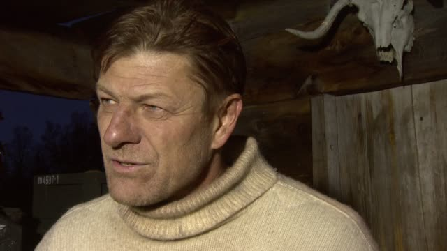 vidéos et rushes de sean bean on whether he gives advice to the other actors as he's their leader on screen at the age of heroes set visit at haugesund - sean bean