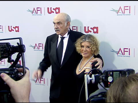 sean connery and wife micheline at the 34th afi life achievement award a tribute to sean connery at the kodak theatre in hollywood california on june... - afi life achievement award bildbanksvideor och videomaterial från bakom kulisserna