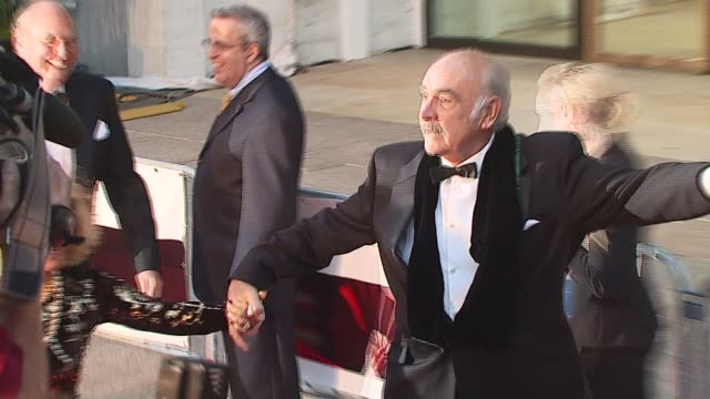 sean connery at the 2006 season opening of metropolitan opera with new production of puccini's 'madama butterfly' at lincoln center plaza in new... - sean connery stock videos & royalty-free footage