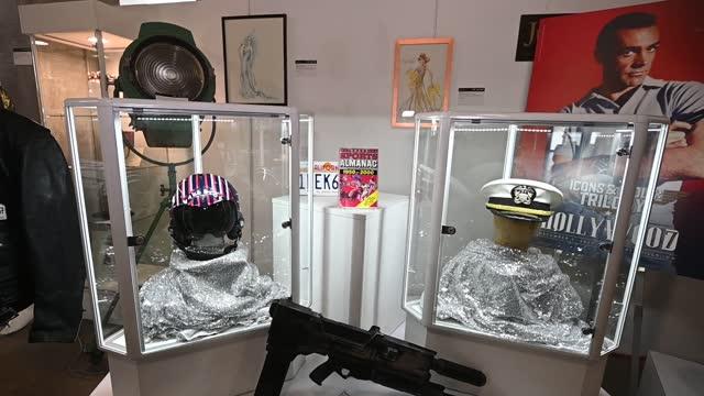 sean connery, james bond memorabilia and top gun memorabilia at julien's auctions presents icons and idols: rock 'n' roll, hollywood and sports at... - キャラクター ジェームズ・ボンド点の映像素材/bロール