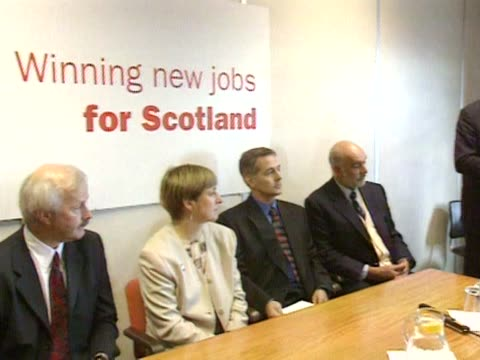 Sean Connery joins Gordon Brown at a ProDevolution meeting in Edinburgh