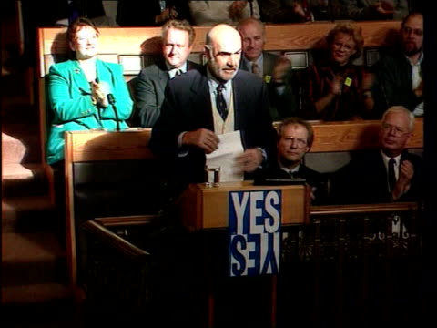 Knighthood LIB Edinburgh Int Connery at podium for 'Yes Yes' campaign