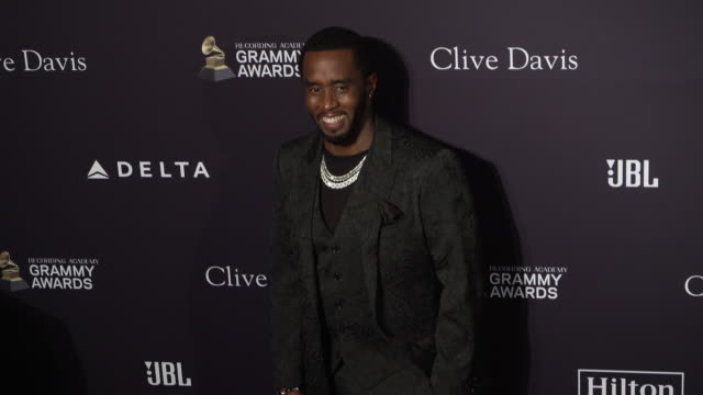 vídeos y material grabado en eventos de stock de sean diddy combs at the recording academy and clive davis' 2020 pregrammy gala at the beverly hilton hotel on january 25 2020 in beverly hills... - sean combs