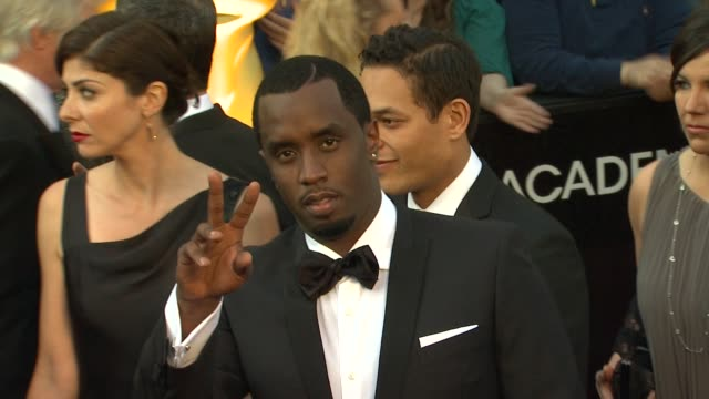 vídeos de stock, filmes e b-roll de sean 'p diddy' combs at 84th annual academy awards arrivals on 2/26/12 in hollywood ca - sean combs