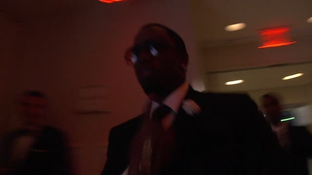 vídeos de stock e filmes b-roll de sean 'p diddy' combs at the inside the vanity fair oscar party 2010 at west hollywood ca - west hollywood