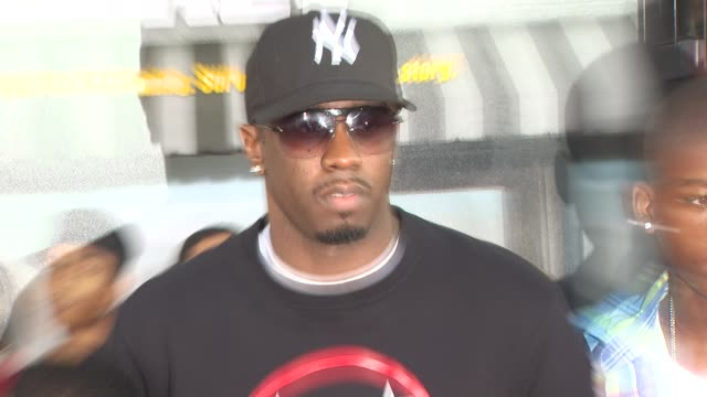 vídeos de stock, filmes e b-roll de sean 'p diddy' combs at the 'lottery ticket' premiere at hollywood ca - sean combs