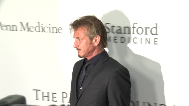 vídeos y material grabado en eventos de stock de sean penn at sean parker and the parker foundation celebrate the launch of the parker institute for cancer immunotherapy on april 13 2016 in los... - sean penn