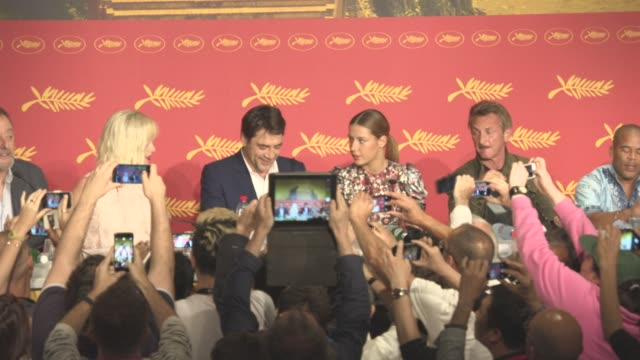 broll sean penn charlize theron javier bardem jean reno adele exarchopoulos jared harris zubin cooper at 'the last face' press conference at grand... - javier bardem stock-videos und b-roll-filmmaterial