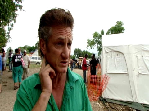 sean penn comments on the problems people of haiti may face if they leave camp to escape hurricane tomas - ショーン・ペン点の映像素材/bロール