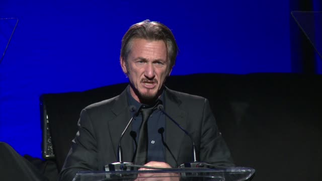 sean penn on the progress in haiti, his emotional experience, and what we have left to do at 5th annual sean penn & friends help haiti home gala... - ショーン・ペン点の映像素材/bロール