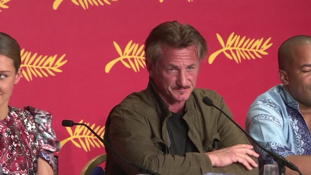 sean penn stood by his latest movie the last face a love story in a war torn africa starring charlize theron and javier bardem which premiered in... - javier bardem stock-videos und b-roll-filmmaterial