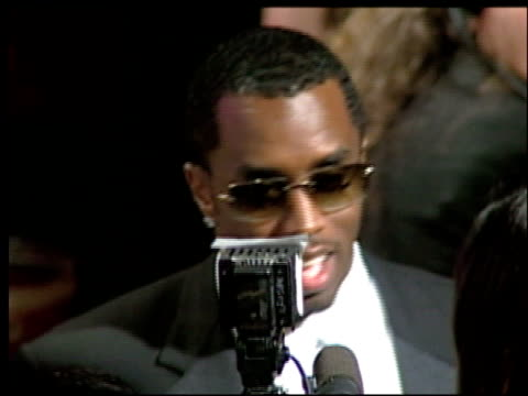 sean puff daddy p diddy combs at the 2002 academy awards vanity fair party at morton's in west hollywood california on march 24 2002 - オスカーパーティー点の映像素材/bロール