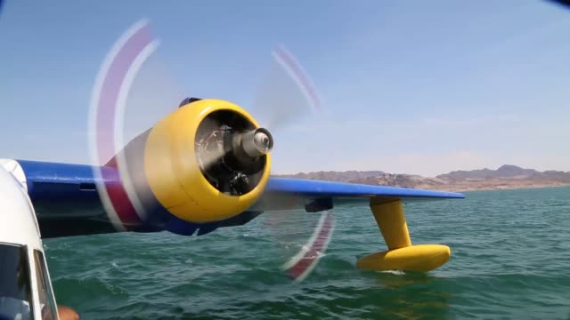 a seaplane lands on lake mead nevada and propels across the water shots of the engines wings cockpit and water beneath the pontoons seaplane lands on... - lake mead video stock e b–roll