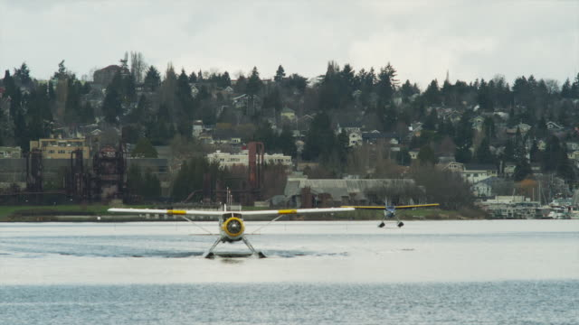 ws seaplanes on harbor / seattle, washington, usa - 水上飛行機点の映像素材/bロール