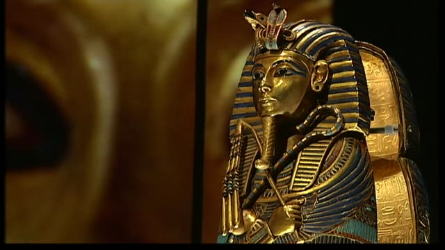 search for the tomb of queen nefertiti lib / london o2 arena various of the golden burial mask of king tutankhamun - tomba luogo di sepoltura video stock e b–roll