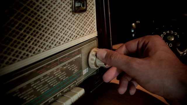 searching frequencies on vintage radio - radio broadcasting stock videos & royalty-free footage