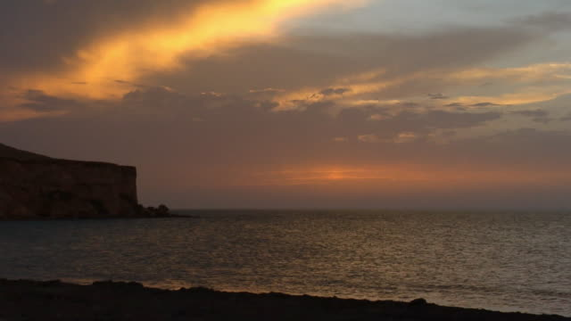ws, seascape at sunset, banc d'arguin national park, mauritania - モーリタニア点の映像素材/bロール
