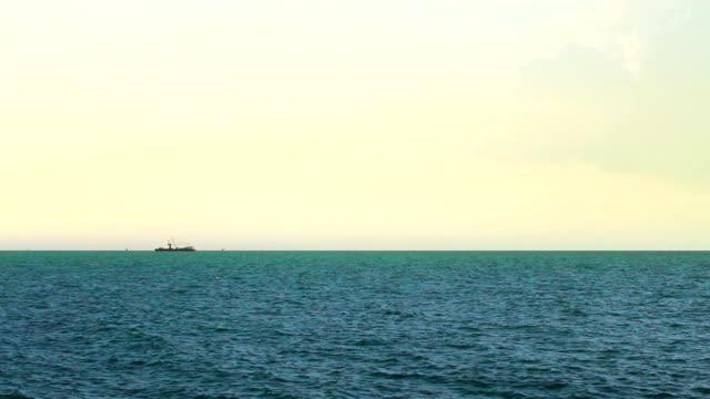 海の低速度撮影です。 - ヒート点の映像素材/bロール