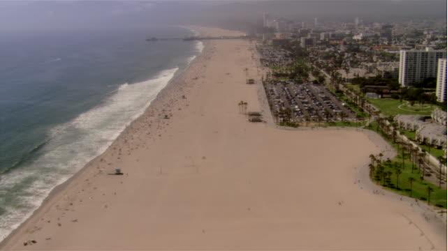 vídeos de stock e filmes b-roll de aerial seashore, santa monica, california, usa - pacífico norte