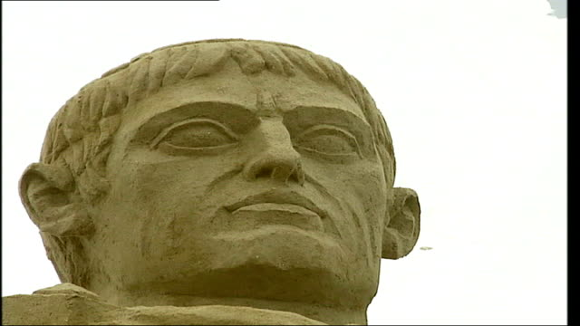 vidéos et rushes de brighton; head of julius caesar sand sculpture lion sand scuplture - cesar