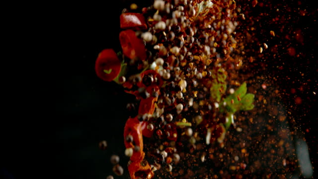 slo mo seasoning - peperone video stock e b–roll