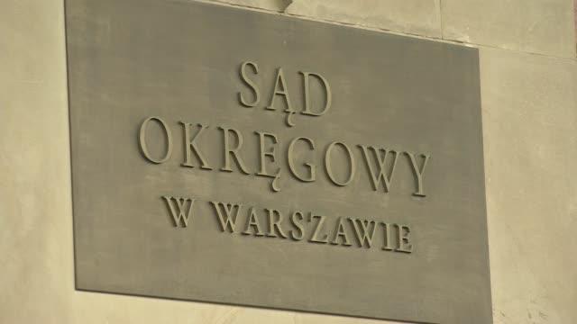 stockvideo's en b-roll-footage met seat of district court in warsaw - informatiebord
