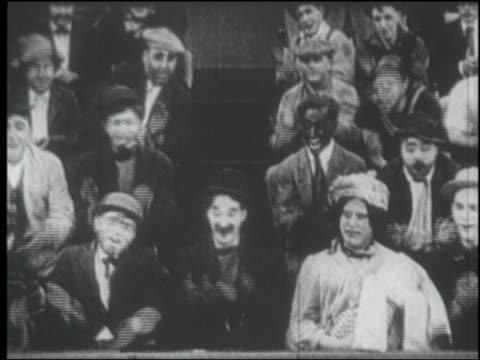 b/w 1915 seated audience clapping / one man in blackface - 1915年点の映像素材/bロール