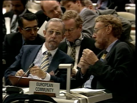 stockvideo's en b-roll-footage met seated delegates converse at united nations convention on climate change kyoto; 08 dec 97 - 1997