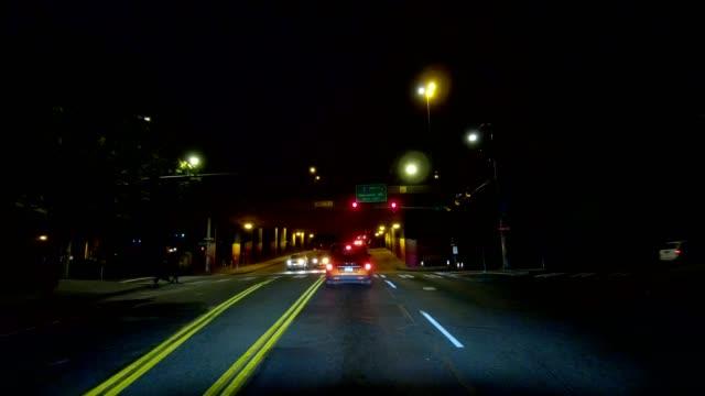 vídeos de stock e filmes b-roll de seattle city xxi synced series front view driving process plate - autocarro elétrico