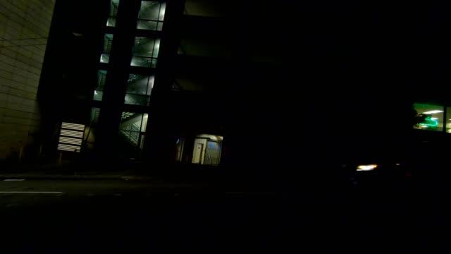 vídeos de stock e filmes b-roll de seattle city xxi synced series left view driving process plate - autocarro elétrico