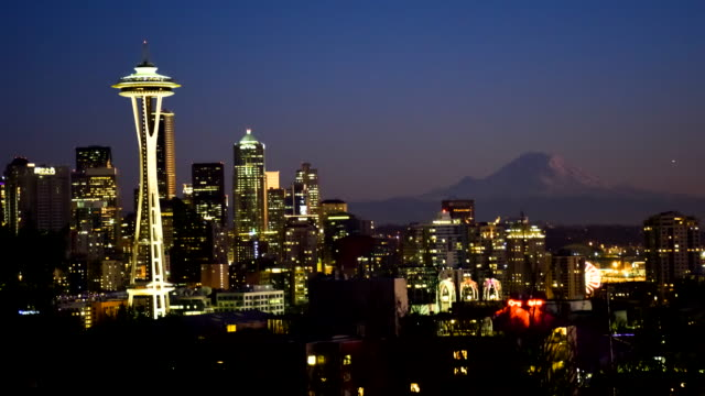 seattle skyline sonnenuntergang zeitraffer bei - seattle stock-videos und b-roll-filmmaterial