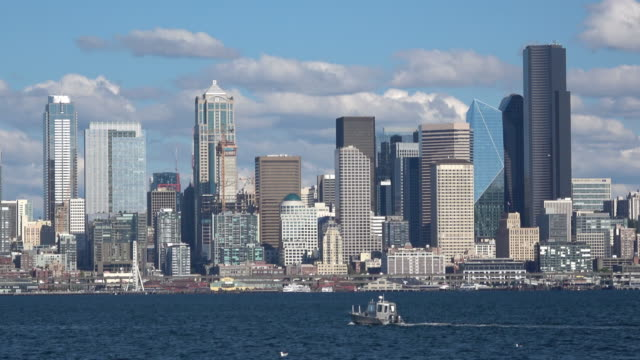 stockvideo's en b-roll-footage met seattle downtown wolkenkrabbers en waterfront - noordelijke grote oceaan
