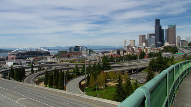 vídeos de stock e filmes b-roll de seattle downtown view with no freeway traffic - seattle