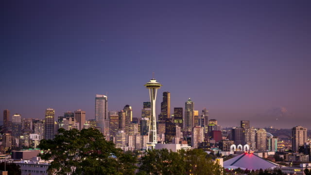 seattle skyline at sunset - time lapse - seattle stock-videos und b-roll-filmmaterial
