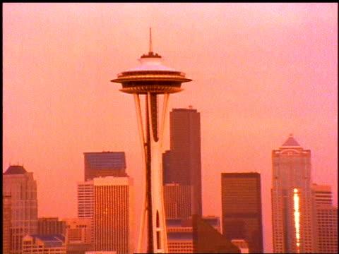 seattle skyline shot on tinted film - スペースニードル点の映像素材/bロール
